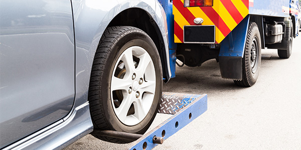 What affects the cost of towing service in Hong Kong?